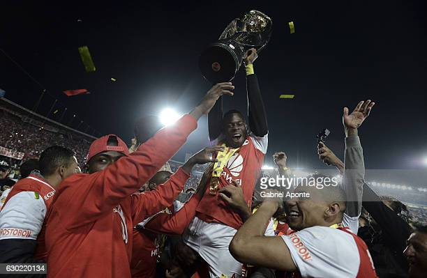 Carlos Arboleda of Santa Fe lifts the trophy to celebrate after winning a second leg final match between Santa Fe and Deportes Tolima as part of Liga...