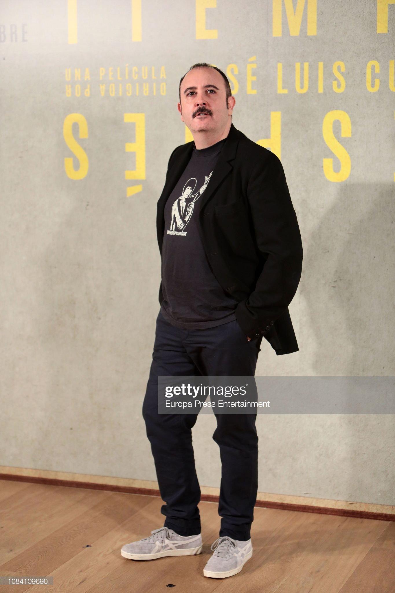 ¿Cuánto mide Carlos Areces? - Altura Carlos-areces-attends-tiempo-despues-photocall-at-urso-hotel-on-18-picture-id1084109690?s=2048x2048