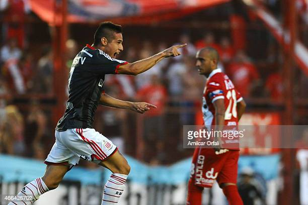 Carlos Auzqui of Estudiantes celebrates after scoring the second goal of his team during a match between Argentinos Juniors and Estudiantes as part...