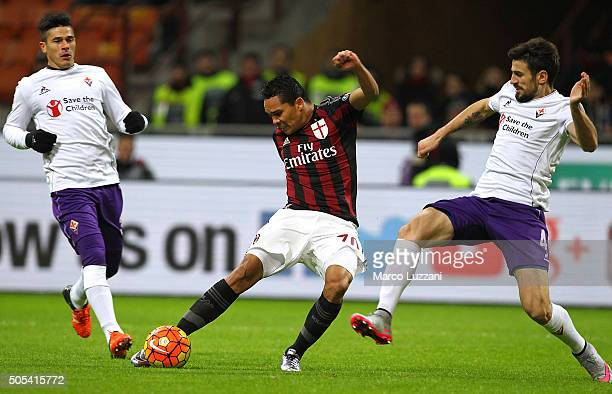 Carlos Bacca of AC Milan scores the opening goal during the Serie A match between AC Milan and ACF Fiorentina at Stadio Giuseppe Meazza on January 17...