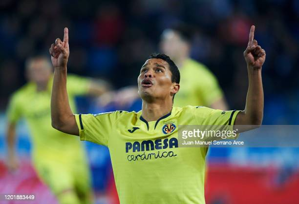 Carlos Bacca of Villarreal CF celebrates after scoring goal during the Liga match between Deportivo Alaves and Villarreal CF at Estadio de...