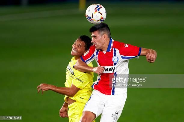 Carlos Bacca of Villarreal competes for the ball with Rodrigo Battaglia of Deportivo Alaves during the La Liga Santander match between Villarreal CF...