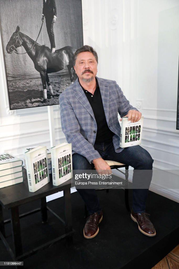 ESP: Carlos Bardem Presents His Book 'Mongo Blanco'