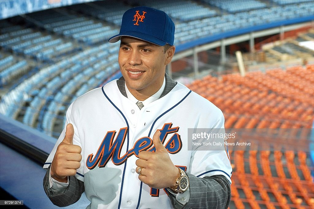 Carlos Beltran Gives Two Thumbs Up As He Is Introduced As
