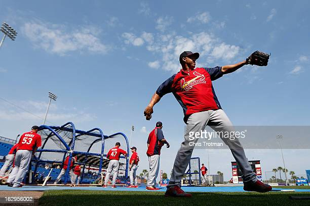 RY 27 Carlos Beltran of the St Louis Cardinals warms up during batting practice prior to the game against the New York Mets at Tradition Field on...