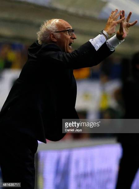 Carlos Bianchi coach of Boca Juniors gestures during a match between Boca Juniors and River Plate as part of 10th round of Torneo Final 2014 at...