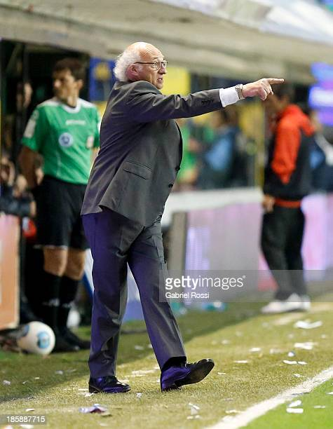 Carlos Bianchi coach of Boca Juniors in action during a match between Boca Juniors and Colon as part of the 13th round of the Torneo Inicial 2013 at...