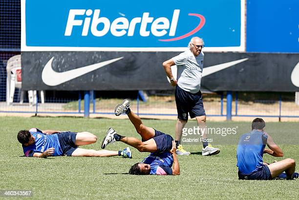 Carlos Bianchi coach of Boca Juniors speaks to his players during a Boca Juniors training session at Casa Amarilla on january 03 2014 in Buenos Aires...