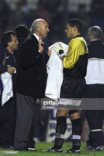 Carlos Bianchi coach of Boca Juniors talks to his goalkeeper Oscar Cordoba during the second leg final match between Palmeiras and Boca Juniors as...