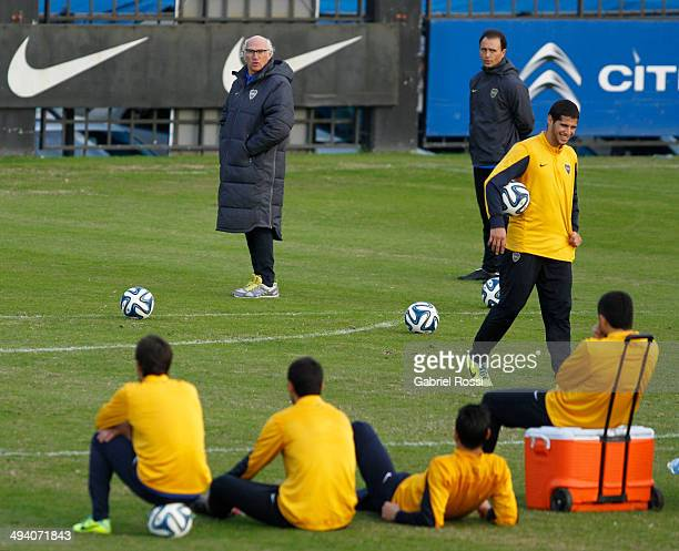 Carlos Bianchi head coach of Boca Juniors looks on during a training session at Casa Amarilla on May 27 2014 in Buenos Aires Argentina