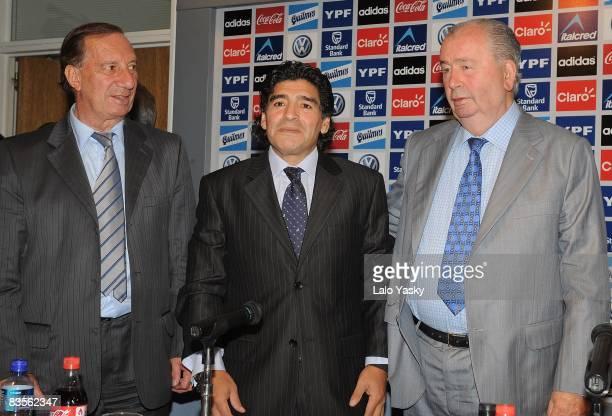 Carlos Bilardo Diego Maradona and Argentinian Football Asociation president Julio Grondona pose for photographers at the presentation of Diego...