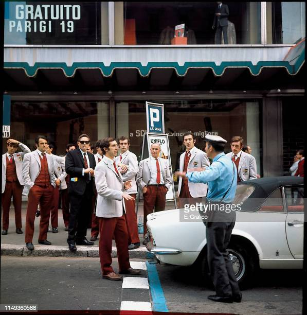 Carlos Bilardo of Estudiantes walks the streets with his teammates before the second leg of the World Club Championship final between Manchester...