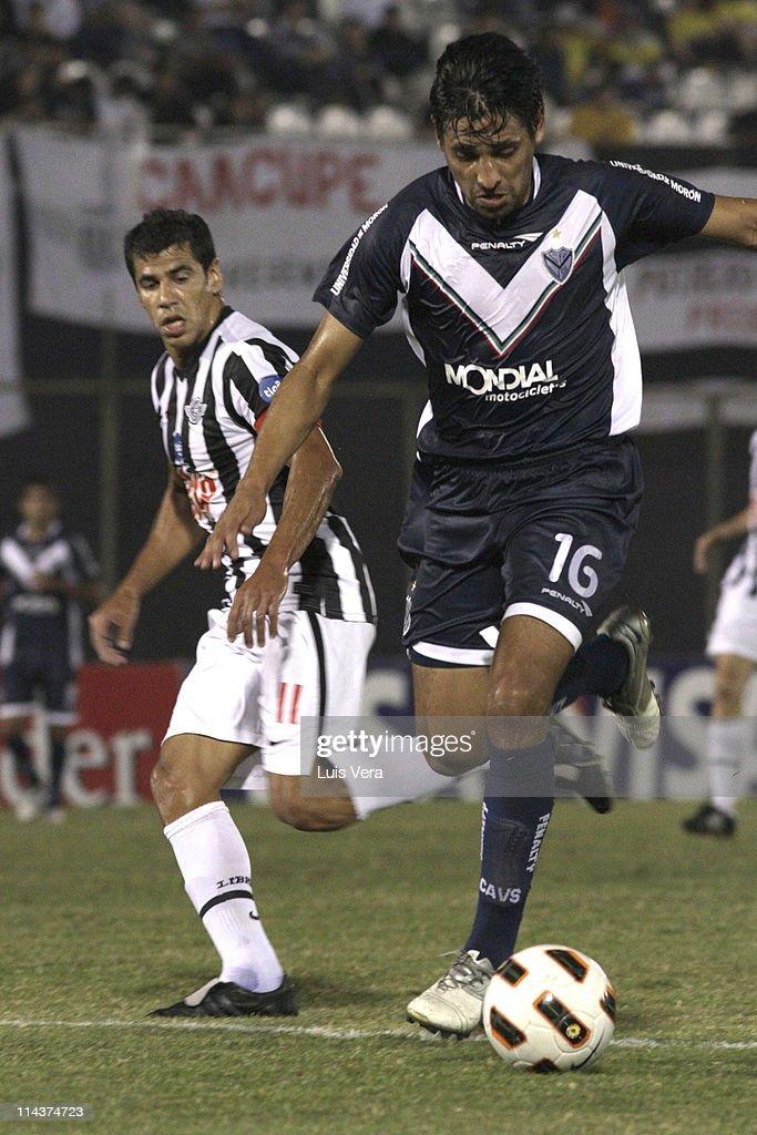 Libertad v Velez - Santander Libertadores Cup