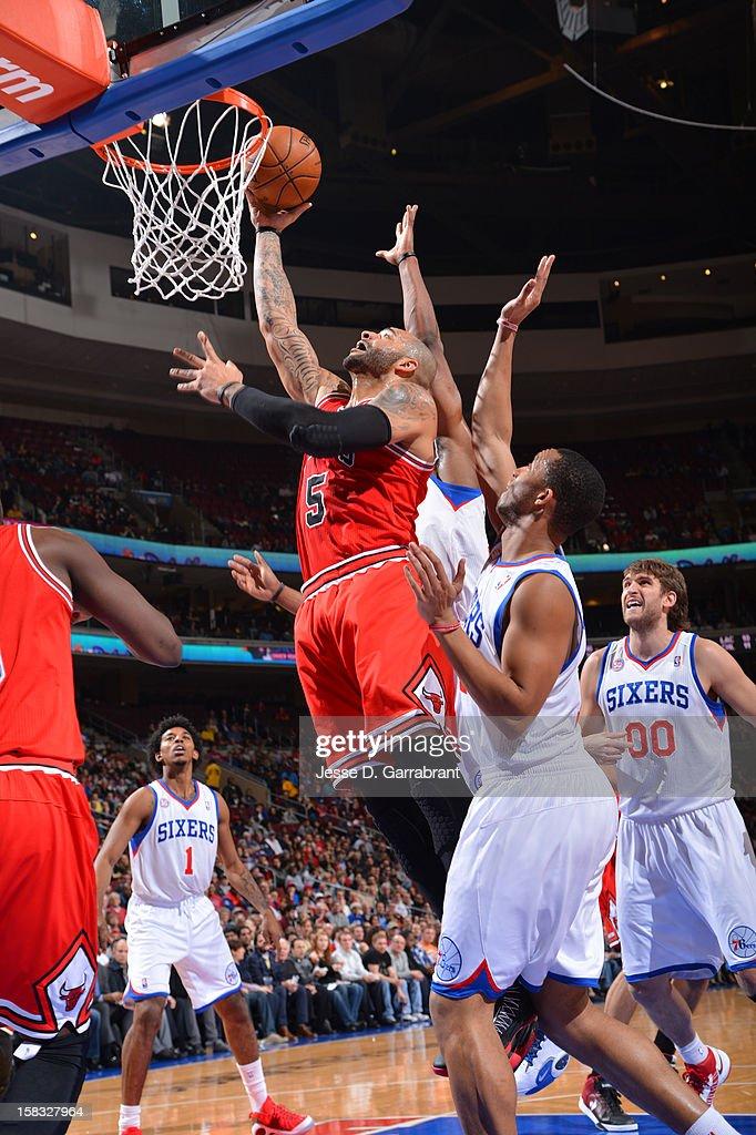 Carlos Boozer #5 of the Chicago Bulls drives to the basket against the Philadelphia 76ers on December 12, 2012 at the Wells Fargo Center in Philadelphia, Pennsylvania.