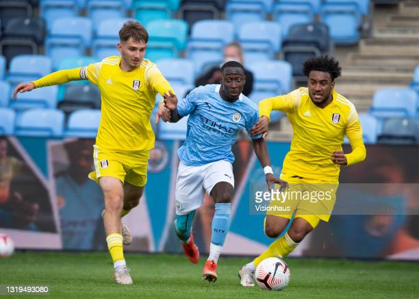Carlos Borges of Manchester City with Adrion Pajaziti and Luciano D'auria-Henry of Fulham in action during the U18 Premier League match between...