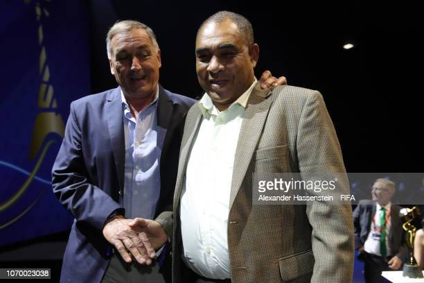 Carlos Borrello coach of Argentina talks with Hue Menzies coach of Jamaica during the FIFA Women's World Cup France 2019 Draw at La Seine Musicale on...