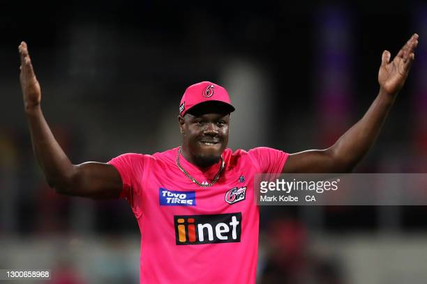 Carlos Brathwaite of the Sixers encourages the crowd as the Sixers near celebrating victory during the Big Bash League Final match between the Sydney...