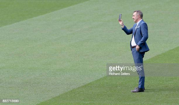 Carlos Carvalhal Sheffield Wednesday manager on the pitch before the Sky Bet Championship match between Sheffield Wednesday and Sunderland at...