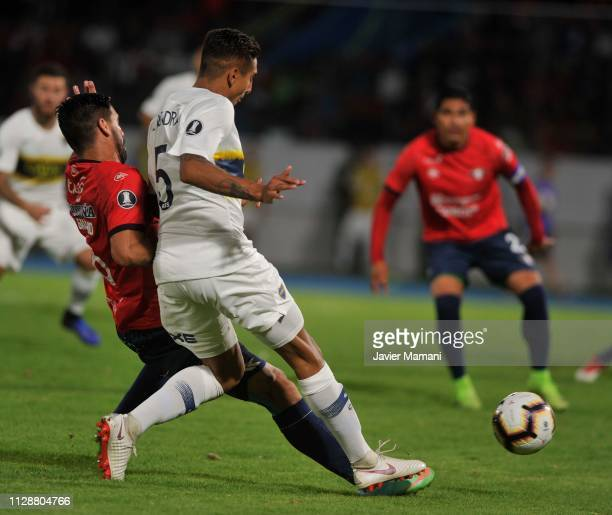 Carlos Chavez con Agustin Almendra during a group G match between Jorge Wilstermann and Boca Juniors at Estadio Felix Capriles on March 5 2019 in...