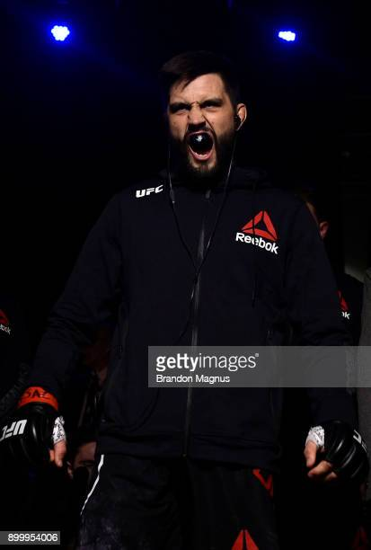 Carlos Condit prepares to fight Neil Magny in their welterweight bout during the UFC 219 event inside TMobile Arena on December 30 2017 in Las Vegas...