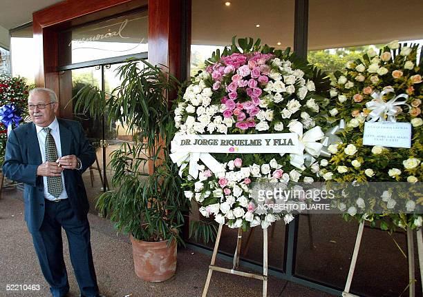 Carlos Cubas ministro del Interior en el gobierno de su hermo Raul Cubas se retira del velatorio de la hija del ex presidente Cecilia Cubas en...