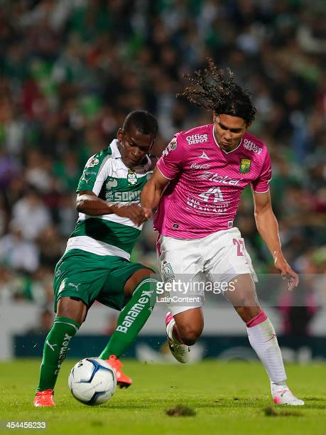 Carlos Darwin Quintero of Santos and Carlos Peña of Leon fight for the ball during the leg 2 of a Semifinal match between Santos Laguna and Leon as...