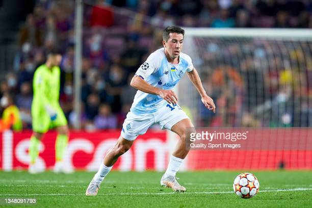 Carlos de Pena of Dinamo Kiev runs with the ball during the UEFA Champions League group E match between FC Barcelona and Dinamo Kiev at Camp Nou on...