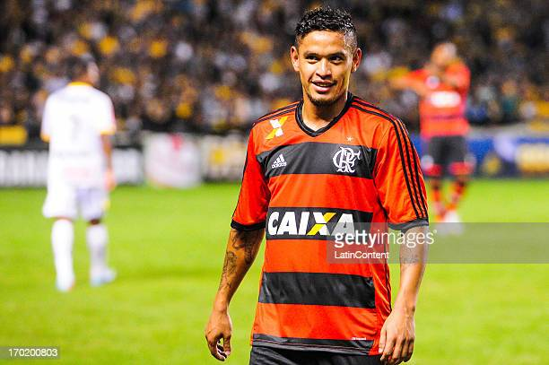 Carlos Eduardo of Flamengo during the match between Flamengo and Criciúma as part of the Brazilian Serie A 2013 on June 08 2013 in Criciúma Brasil