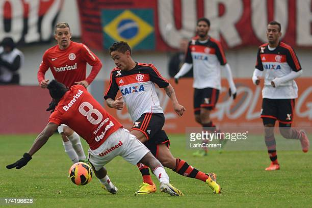 Carlos Eduardo of Flamengo runs for the ball during a match between Flamengo and Internacional as part of the Brazilian Serie A championship at...