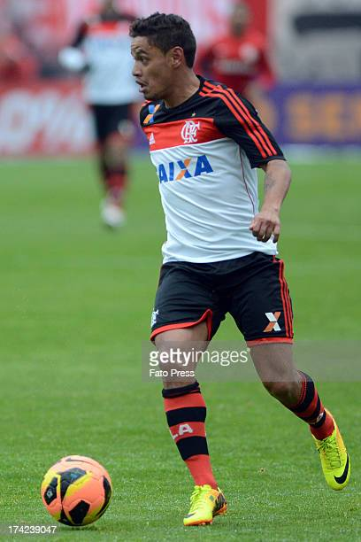 Carlos Eduardo of Flamengo runs for the ball during the match between Flamengo and Internacional for the Brazilian Serie A 2013 on July 21 2013 in...