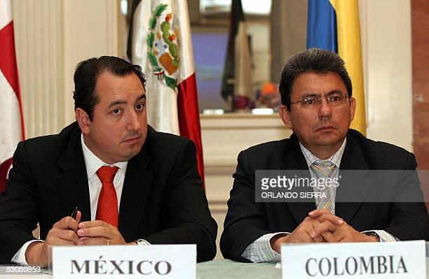 Carlos Garza Ibarra subsecretario de Planeacion Energetica y Desarrollo Tecnologico de Mexico y Eduardo Villamizar director del Ministerio de Minas y...