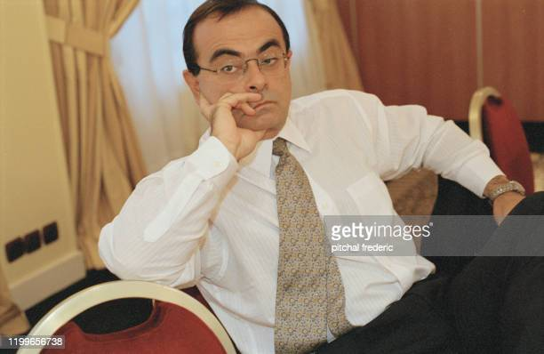 Carlos Ghosn PDG de Nissan au salon de l'automobile à Paris