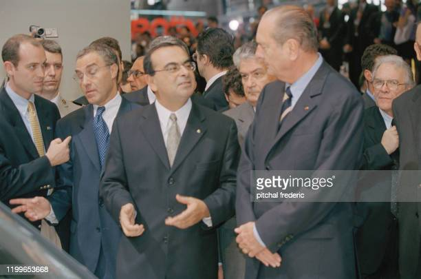 Carlos Ghosn PDG de Nissan et Jacques Chirac au salon de l'automobile à Paris