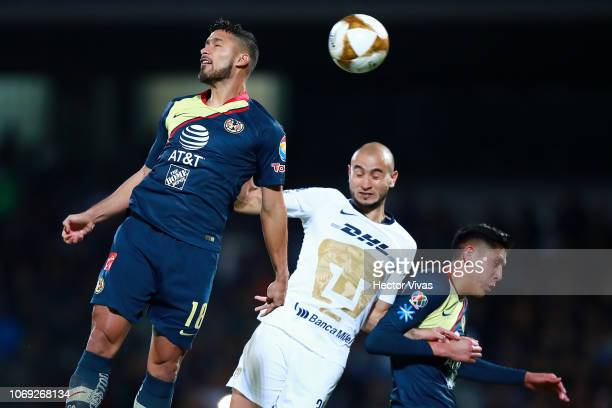 Carlos Gonzalez and Edson Alvarez of Pumas struggle for the ball Bruno Valdez of America during the semifinal first leg match between Pumas UNAM and...