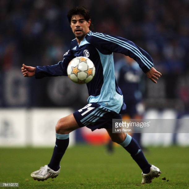 Carlos Grossmueller of Schalke runs with the ball during the UEFA Champions League Group B match between Schalke 04 and Rosenborg Trondheim at the...