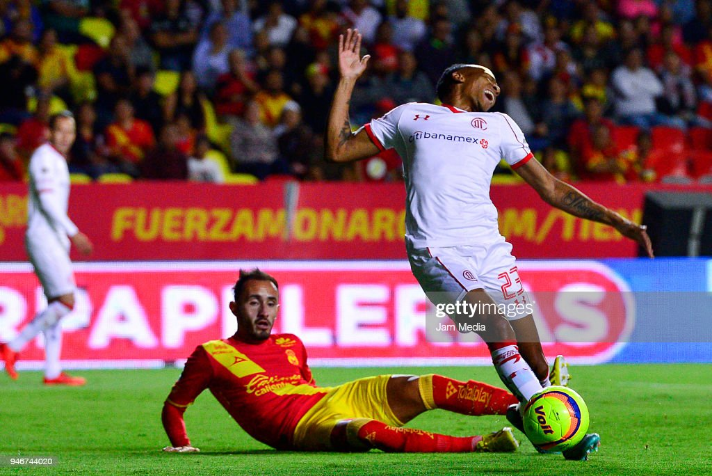 Carlos Guzman (L) of Morelia fouls Luis Quinones (R) of Toluca during the 15th round match between Morelia and Toluca as part of the Torneo Clausura 2018 Liga MX at Jose Maria Morelos Stadium on April 14, 2018 in Morelia, Mexico.