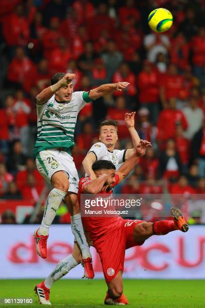 Carlos Izquierdos Jorge Flores of Santos and Pedro Canelo of Toluca fight for the ball during the Final second leg match between Toluca and Santos...
