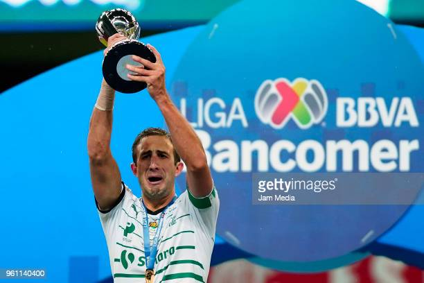 Carlos Izquierdos of Santos lifts the Championship Tophy after the Final second leg match between Toluca and Santos Laguna as part of the Torneo...