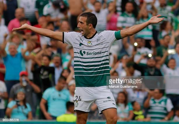 Carlos Izquierdoz of Santos gestures during the quarter finals second leg match between Santos Laguna and Tigres UANL as part of the Torneo Clausura...