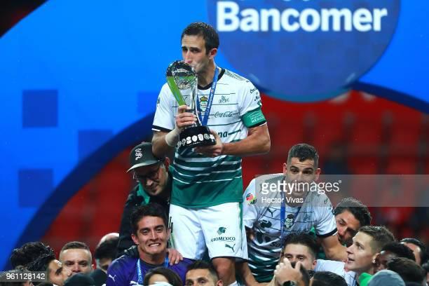 Carlos Izquierdoz of Santos Laguna kisses Championship Trophy after the Final second leg match between Toluca and Santos Laguna as part of the Torneo...