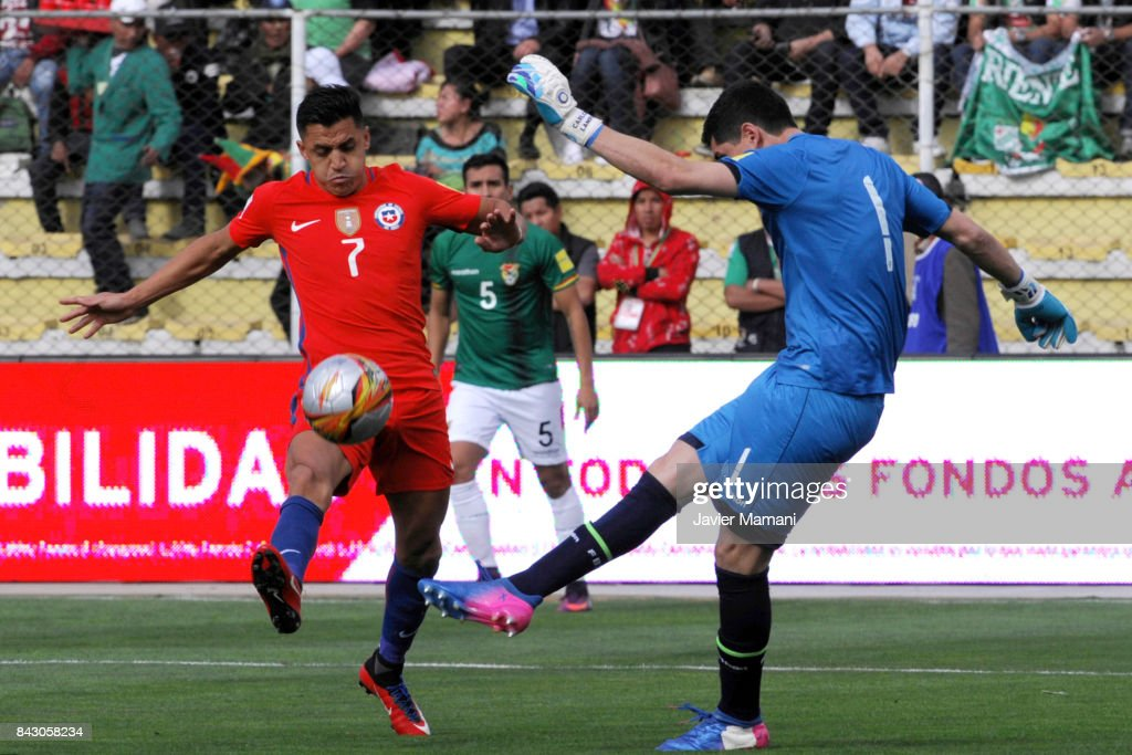 Carlos Lampe goalkeeper of Bolivia fights for the ball with Alexis Sanchez of Chile during a match between Bolivia and Chile as part of FIFA 2018 World Cup Qualifiers at Hernando Siles Stadium on September 05, 2017 in La Paz, Bolivia.