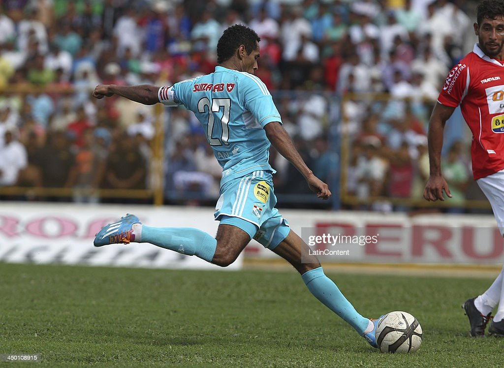 Carlos Lobaton of Sporting Cristal during a match between Union Comercio and Sporting Cristal as part of the Torneo Descentralizado at IDP of Moyabamba stadium on November 16, 2013 in Moyabamba, Peru.