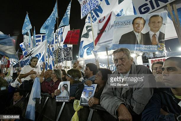 Carlos Menem Candidate For Presidential Elections Meeting électoral de Carlos MENEM au stade de River Plate à BUENOS AIRES la foule brandissant...