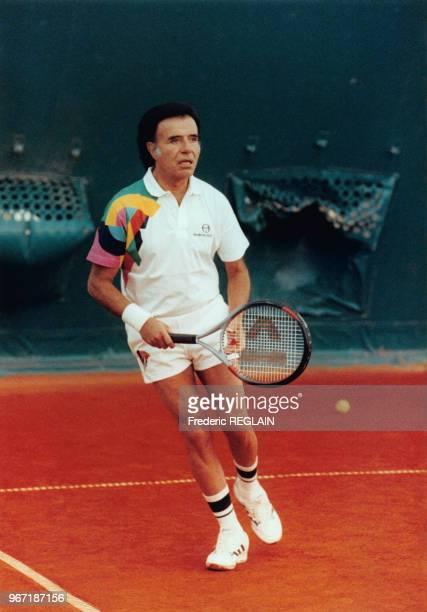 Carlos Menem lors de la partie de tennis amicale avec le vainqueur de la Coupe Davis Henri Leconte à Paris le 19 février 1992 France