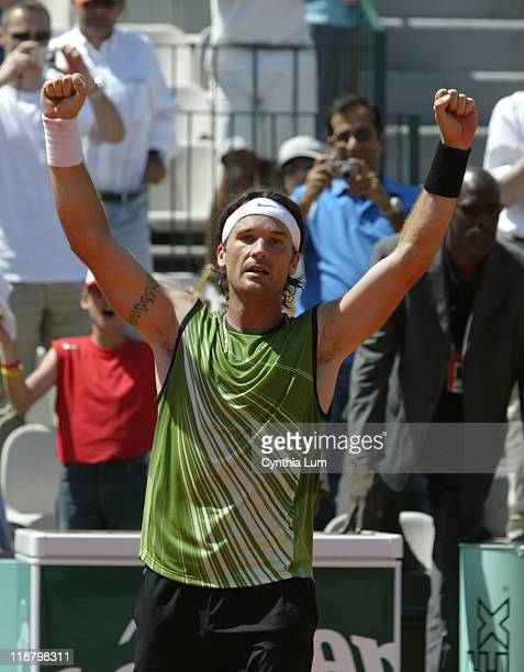 Carlos Moya defeats countryman Fernando Vicente 6-4, 7-6, 6-7, 0-6, 6-4 in third round of the 2005 French Open on May 27, 2005.