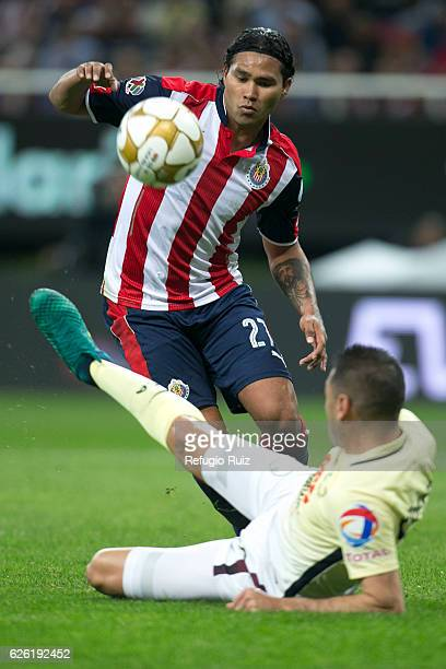 Carlos Peña of Chivas fights for the ball with Gil Buron of America during the quarter finals second leg match between Chivas and America as part of...