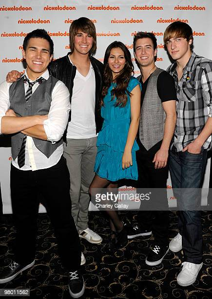 Carlos Pena James Maslow Logan Henderson and Kendall Schmidt of Big Time Rush with actress Victoria Justice attend Nickelodeon LA Upfronts held at...