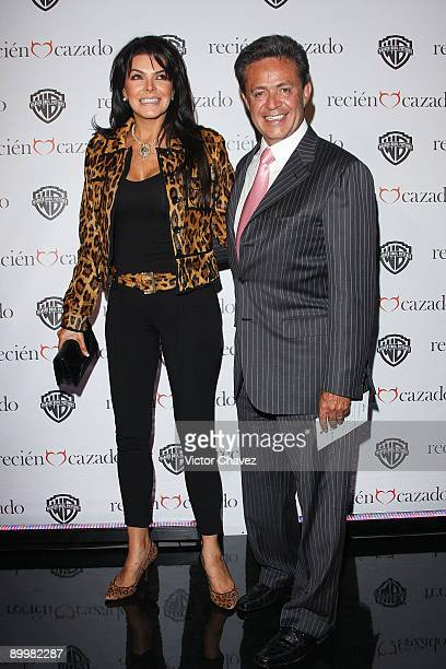 Carlos Peralta and his wife Mariana Tort attends the premiere of Recien Cazado at Plaza Cuicuilco on August 20 2009 in Mexico City Mexico