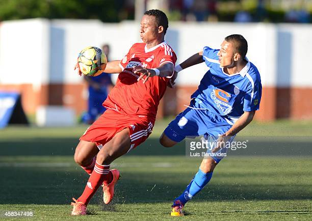 Carlos Peralta of America de Cali fights for the ball with con Julian Pachon of Rionegro during a match between Rionegro a America de Cali as part of...