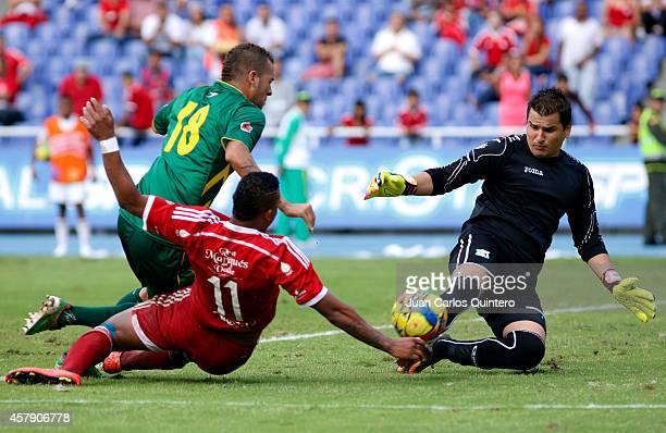 Carlos Peralta of America de Cali struggles for the ball with Julian Mesa of Quindio during a match between América de Cali and Quindio as part of...